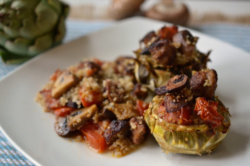 Stuffed artichokes with bulgur, sausages and mushrooms.